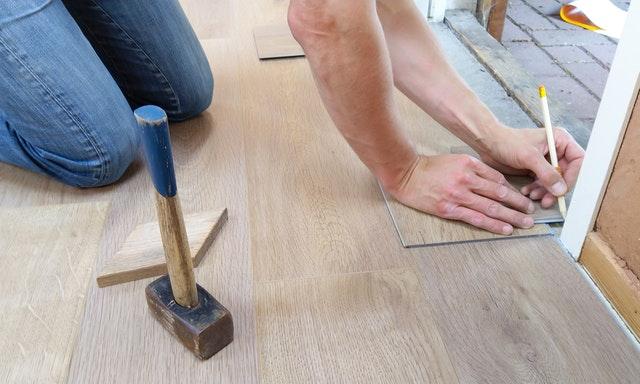 Profesional vs Bricolaje, conceptos y claves para elegir un pavimento de madera
